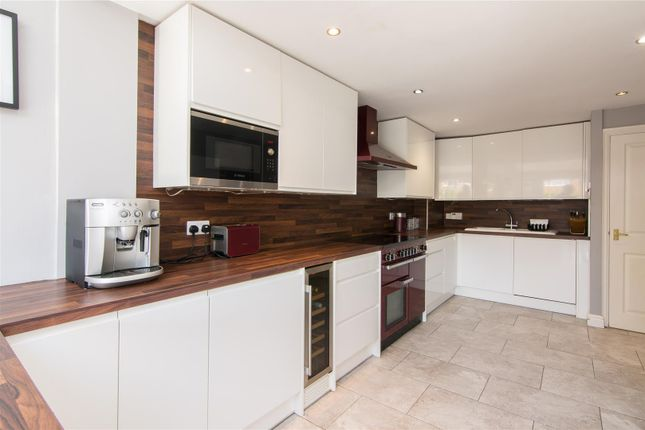 Breakfast Kitchen / Living Area