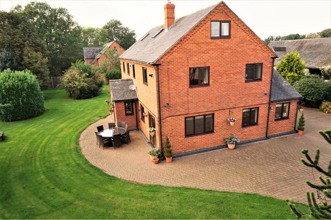Thumbnail Detached house for sale in Stratford Road, Charlecote