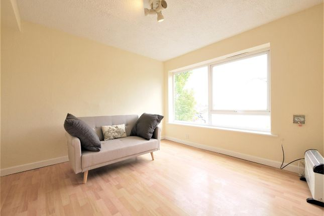Thumbnail Flat to rent in Ladyday Place, Cippenham, Slough