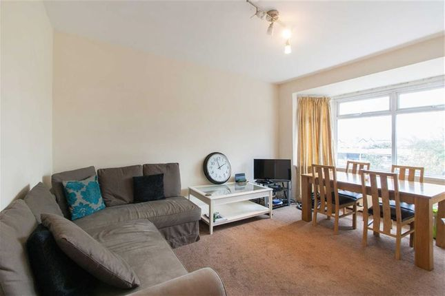 4 bed flat to rent in Western Avenue, London