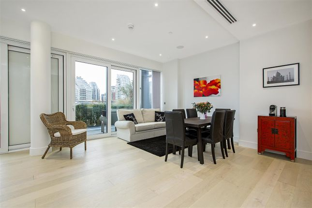 Thumbnail Flat for sale in Ravensbourne Apartments, 5 Central Avenue, Fulham, London