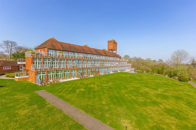 Flats for Sale in Elizabeth Drive, Banstead SM7 - Elizabeth Drive ...