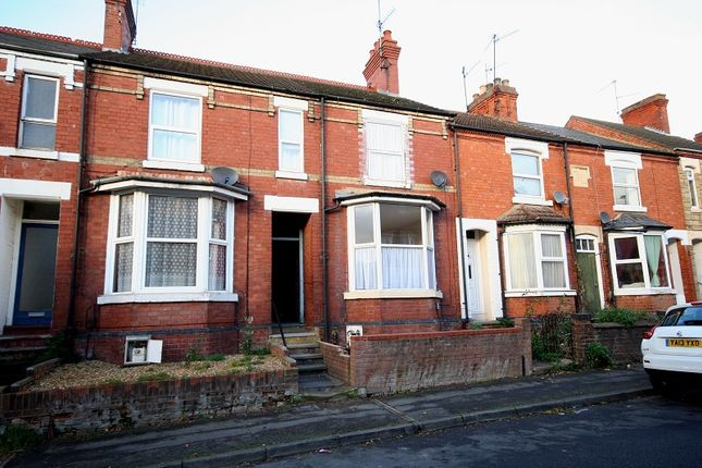 3 bed terraced house to rent in Queen Street, Rushden, Northamptonshire.