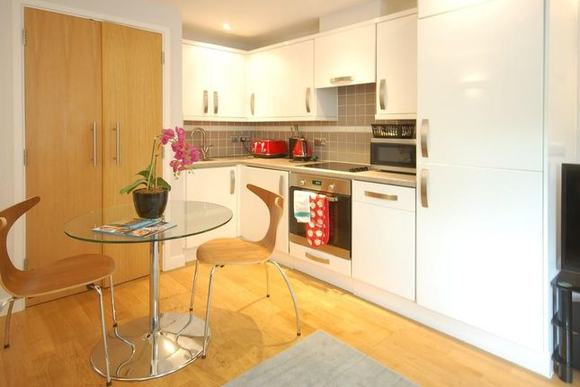 Thumbnail Flat to rent in Severn Place, Cambridge