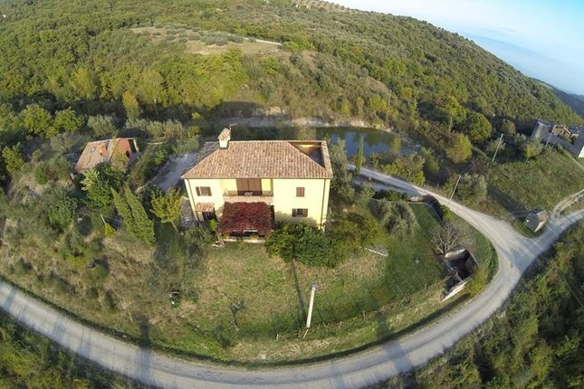 4 bed farmhouse for sale in Perugia, Italy