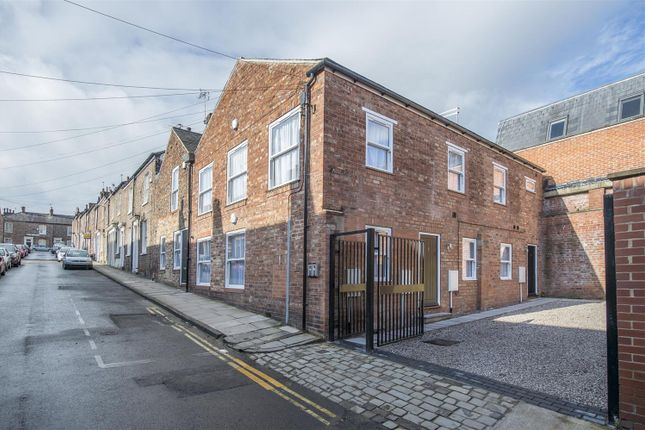 Thumbnail Terraced house to rent in Buckingham Street, York