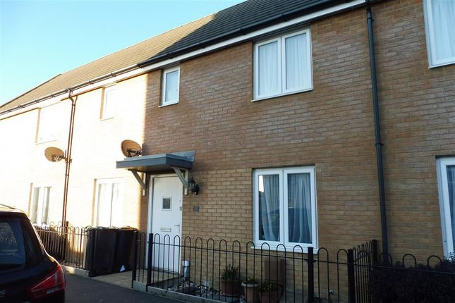 3 bed property to rent in Howe Road, Gosport