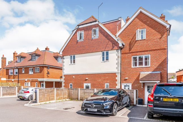 2 bed flat for sale in Sloane Court, Amesbury, Salisbury SP4