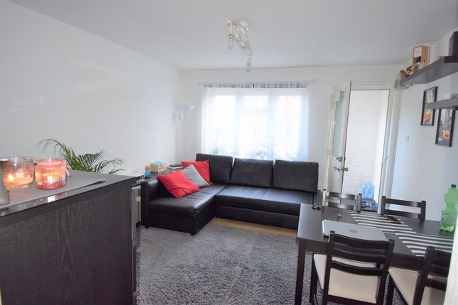 Thumbnail Flat to rent in Helmsdale Close, Hayes