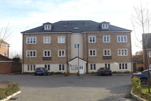 Thumbnail Flat to rent in Warren Close, Farnham
