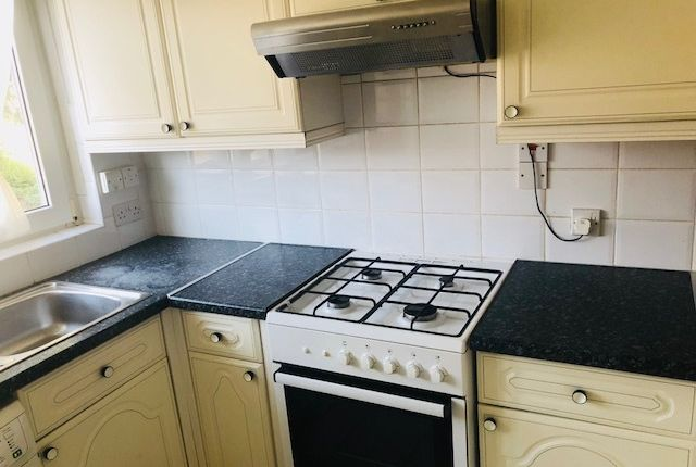 Thumbnail Flat to rent in Halsmere Road, Camberwell, London