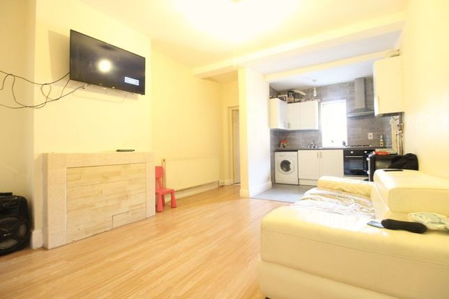 Living Area of Westbourne Road, Luton LU4