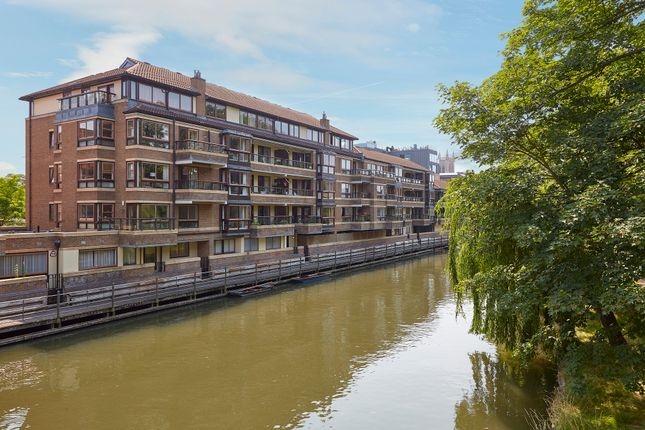 2 bed flat for sale in Beaufort Place, Thompsons Lane, Cambridge CB5