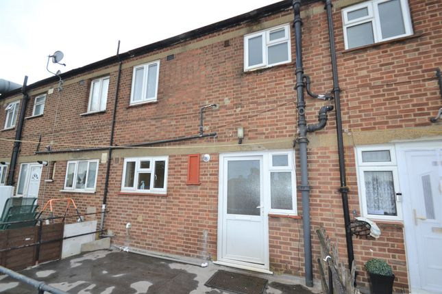 Thumbnail Flat to rent in Collier Row Road, Collier Row, Romford