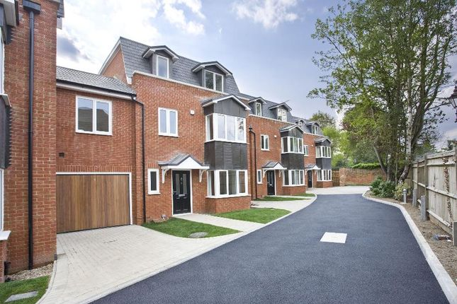 Thumbnail Mews house to rent in London Road, Englefield Green, Egham