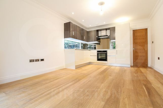 Thumbnail Flat to rent in Beaufort Road, Kingston Upon Thames, Surrey