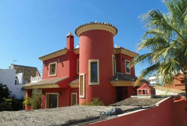 3 bed villa for sale in Spain, Málaga, Marbella, Las Chapas Playa