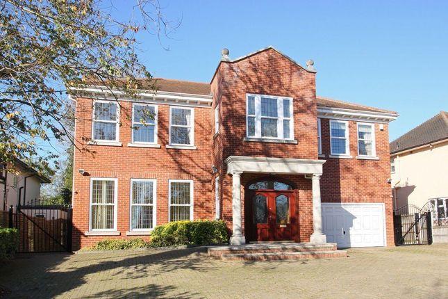 Thumbnail Property to rent in Alderton Hill, Loughton