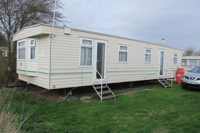 Mobile/park home for sale in Oaklands Leisure Park (Ref 5542), St Osyth, Clacton On Sea, Essex