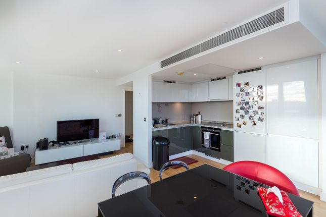 Thumbnail Flat to rent in Marsh Wall, South Quay, London