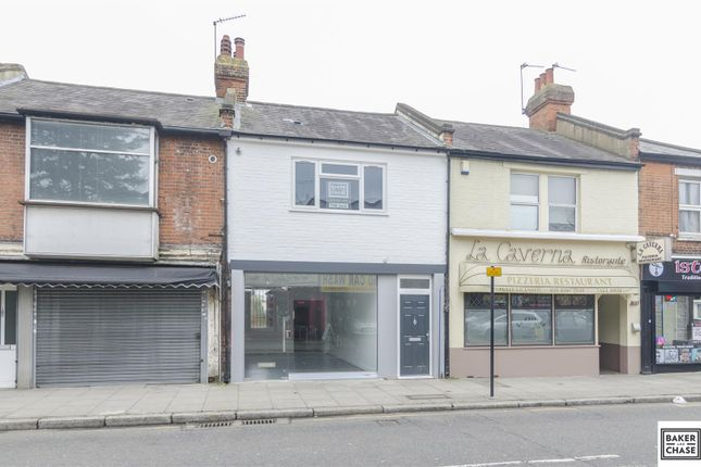 Thumbnail Flat for sale in Chase Side, Enfield