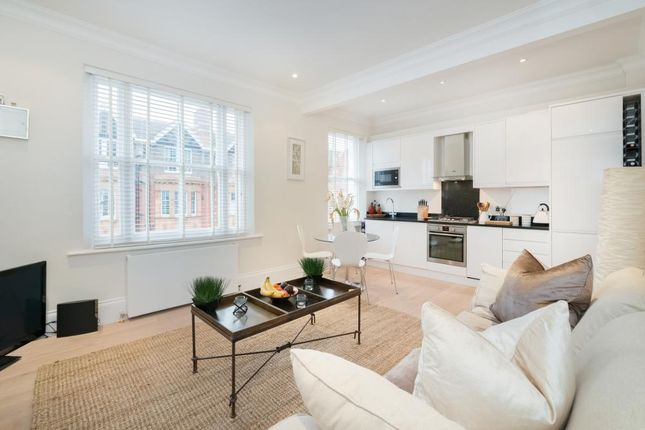 2 bed flat for sale in Cromwell Crescent, London