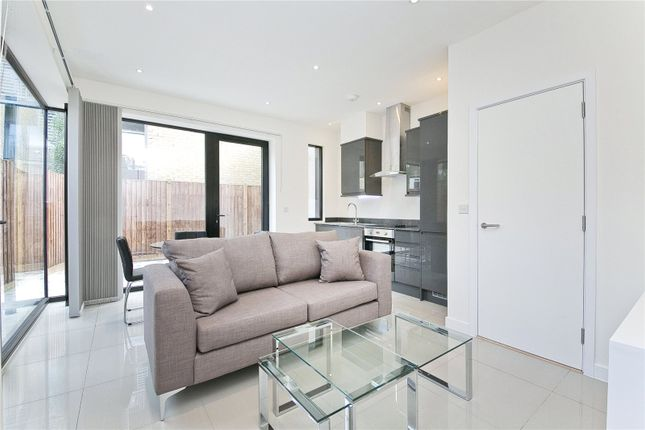 3 bed property to rent in Anton Street, Hackney
