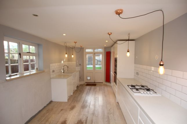 Thumbnail Flat to rent in Dunsmure Road, London