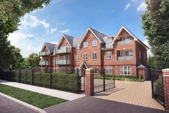 Thumbnail Flat to rent in Carew Road, Northwood