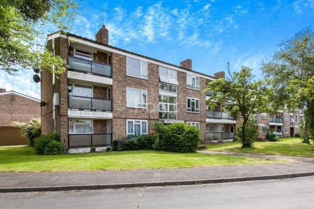 Thumbnail Flat to rent in Minster Way, Slough