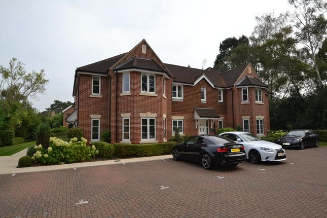 Thumbnail Flat for sale in Sandmartins Court, Wokingham