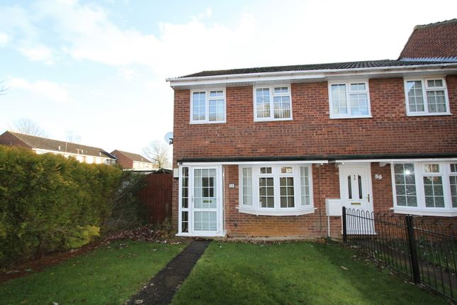 Thumbnail Flat to rent in Sussex Drive, Banbury