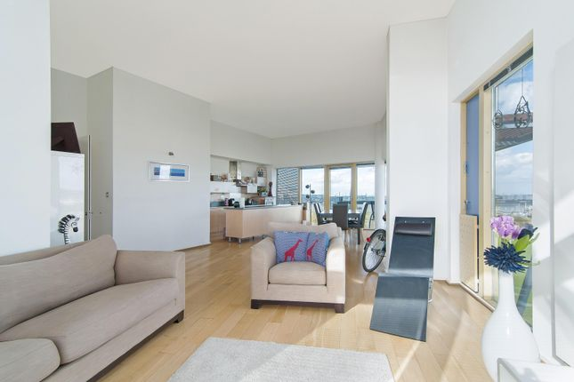 Thumbnail Flat to rent in West Parkside, London
