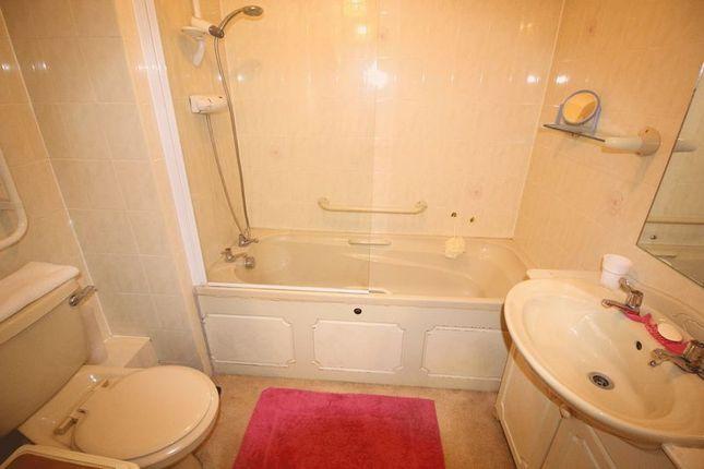 Bathroom of Chaldon Road, Caterham CR3