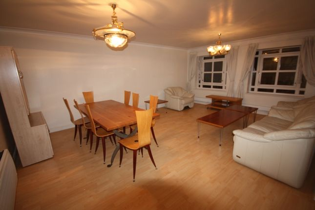 2 bed flat to rent in Trinity Court, 170A Gloucester Terrace, London