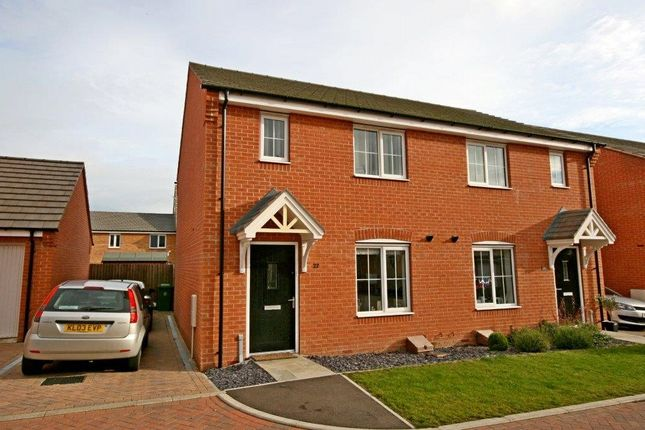 Thumbnail Semi-detached house to rent in Hexham Avenue, Bourne, Lincolnshire