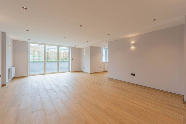 3 bed flat for sale in Glenview Court, Grove Park, London SE12