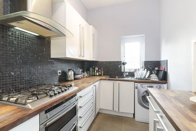 Kitchen of Queens Avenue, London N10