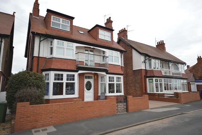 Thumbnail Flat for sale in Meadowfield Road, Bridlington