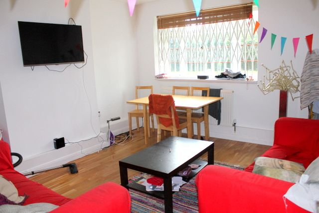 Thumbnail Flat to rent in Poynders Gardens, Clapham