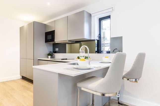 1 bed flat for sale in Gunnersbury Avenue, London W5