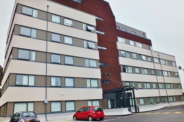Thumbnail Flat to rent in Watreside, Clayton Road, Hayes