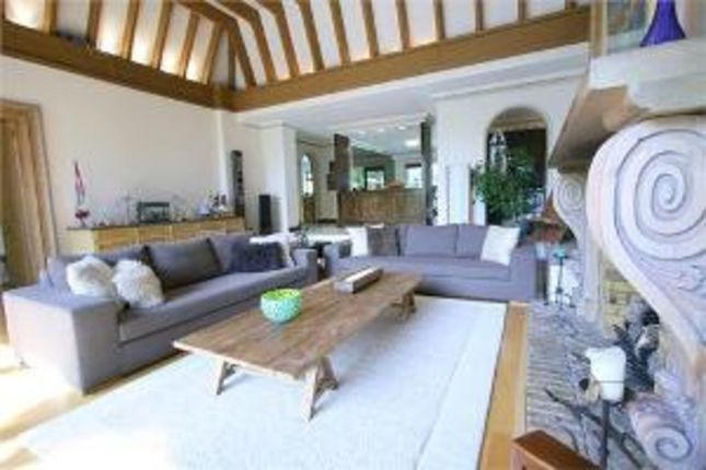 Thumbnail Detached bungalow to rent in Manor Hall Avenue, London