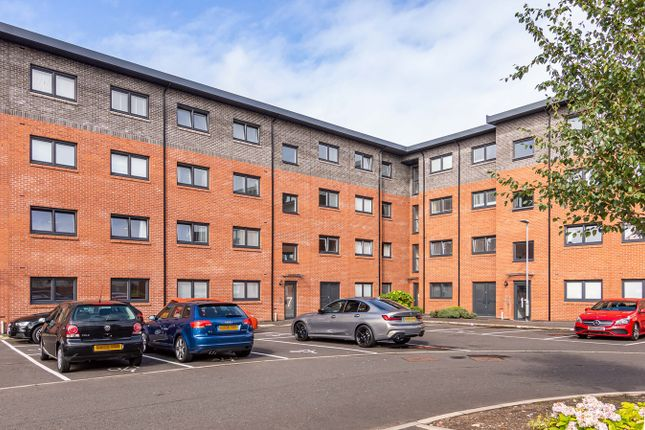 Thumbnail Flat for sale in Mulberry Crescent, Renfrew