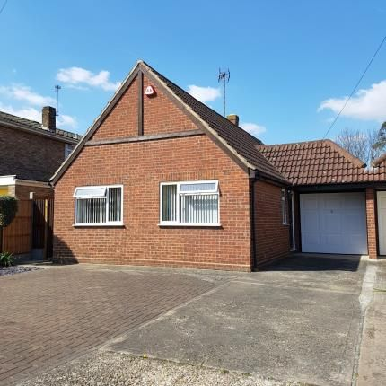 Thumbnail Bungalow for sale in Lubbards Close, Rayleigh