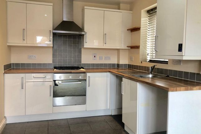 Flat to rent in The Blades, Market Deeping, Peterborough