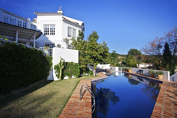 Pool And Gardens (2)
