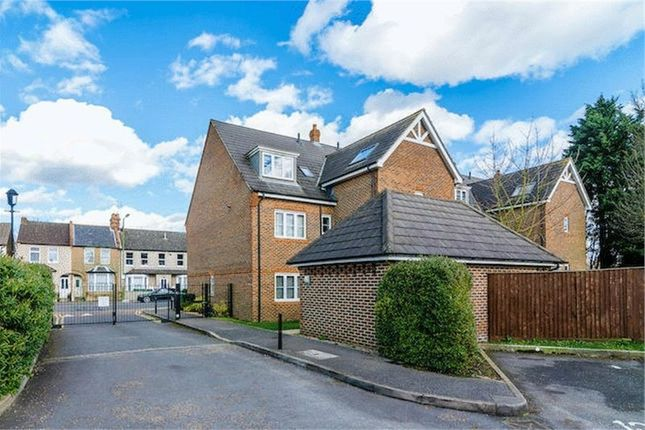 Thumbnail Flat for sale in Premier Place, Watford, Hertfordshire