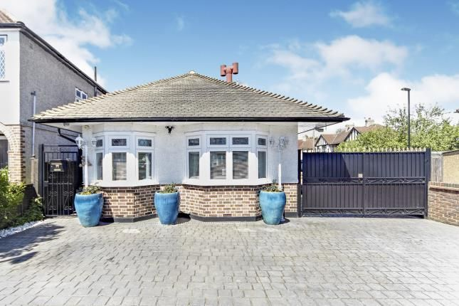 Thumbnail Bungalow for sale in Chaffinch Avenue, Shirley, Croydon