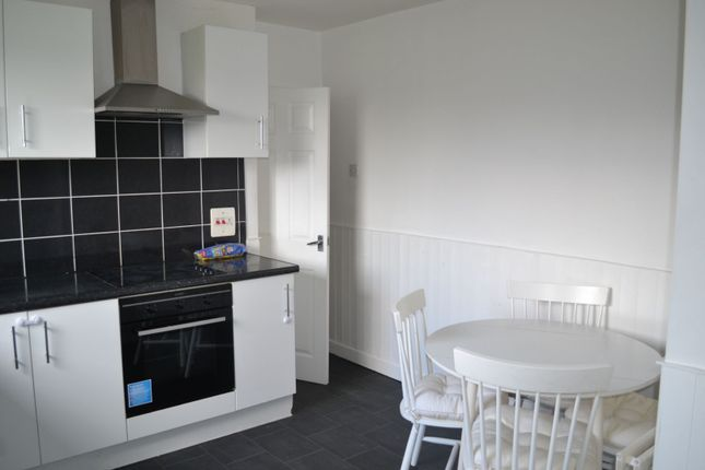 Thumbnail Flat to rent in Brownhill Avenue, Lanark